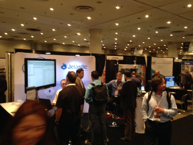 Jelastic-Booth-Crowded2